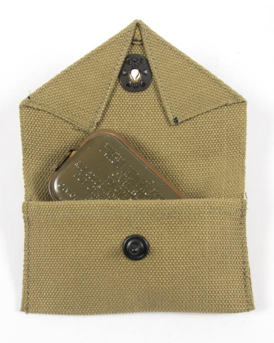 M1942-carlisle-pouch-open