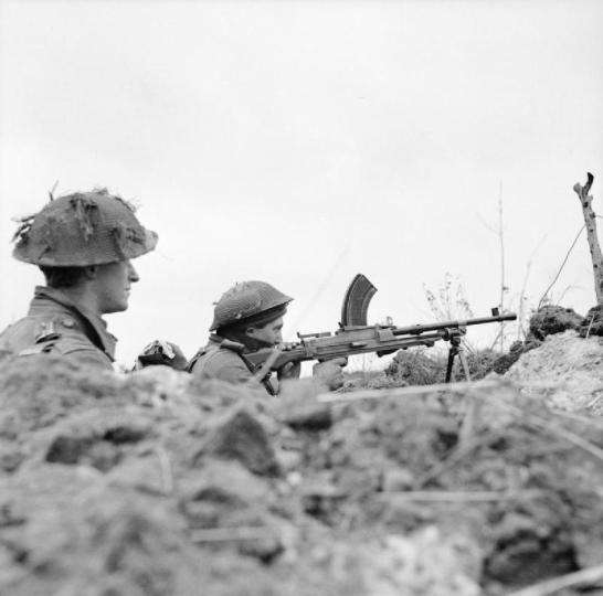A_Bren_gunner_of_the_1st_Gordon_Highlanders_in_action_near_Nieuwkuik,_Holland,_6_November_1944._B11751