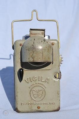 italian-wwii-field-flashlight-vigila_1_a2b9d07af00c5d514a33ee0d80609070