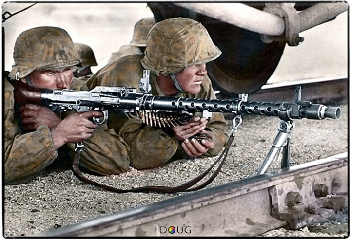 World+war+colorized+comp+with+desc+mg34+team+of+the_e3a537_6194899
